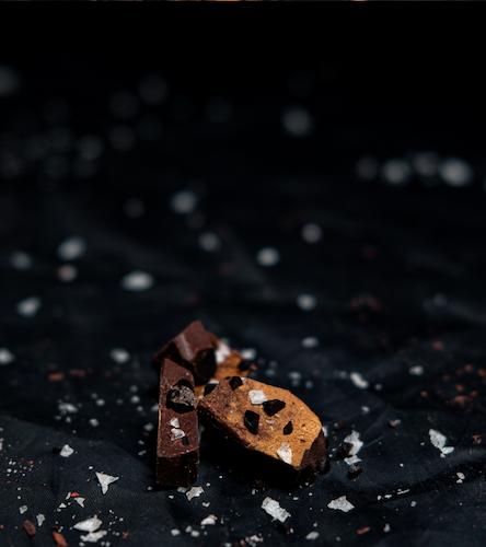 A SALTY GOOD CHOCOLATE - SOCKERFRI CHOKLAD _ RÅLAKRITS, 90 GRAM