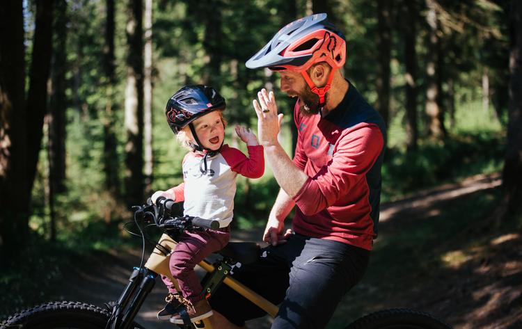 Cykelsadel och styre för barn i sommar