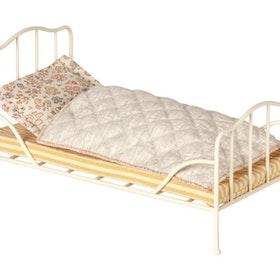 Maileg - Vintage Säng vit inkl Bäddset & Madrass
