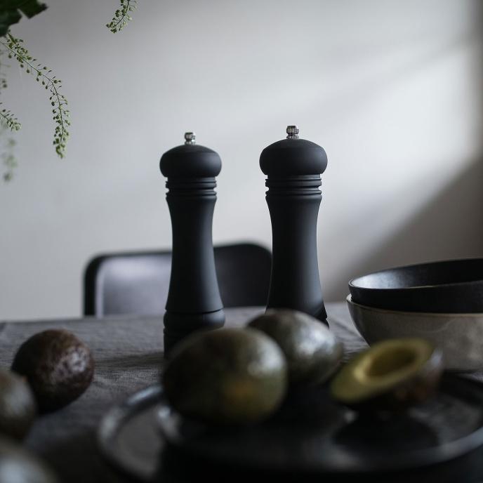 Pepparkvarn matt svart