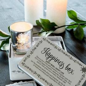 Majas Happiness Box med ljuslykta och 30st små kort