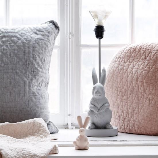 Rabbit Kanina en liten dekoration i rosa