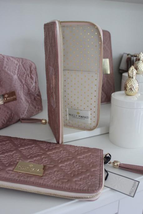 Molly Marais Passport holder Puder rosa