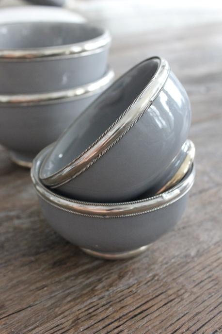Skål Grå med silverkant Ø10