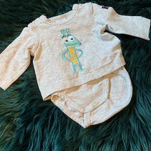 Grå tröjbody med djurapplikation från PoP stl 50