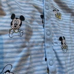 Blå pyjamas med Musse och Kalle från HM stl 50