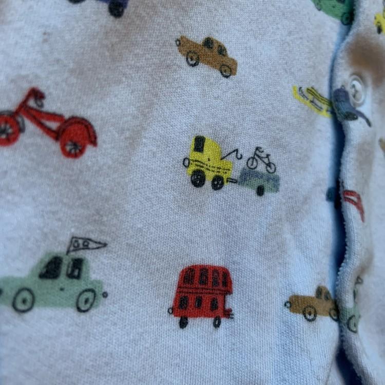 Ljusblå pyjamas med olika fordons tryck och fötter från Next stl 50