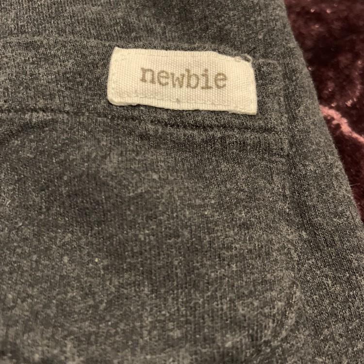 Mörkgrå byxor med träknappar från Newbie stl 56