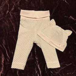 Vita byxor med rosa ränder, svarta prickar och matchande mössa med öron och rosett från HM stl 56