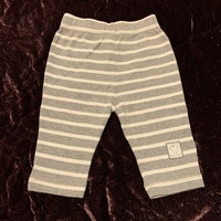 Ljusgrå byxor med vita ränder från New Generation stl 56