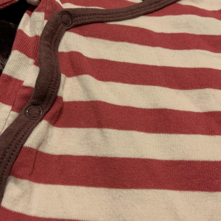 Vit och rosa randig omlottbody med kantband i brunt från Ellos stl 62