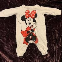 Vit pyjamas med tryck av Mimmi från Disney stl 56