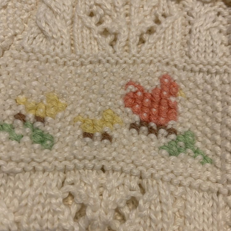 Beige stickad kofta med flera söta mönster i dova färger från Ralph Lauren stl 3 mån