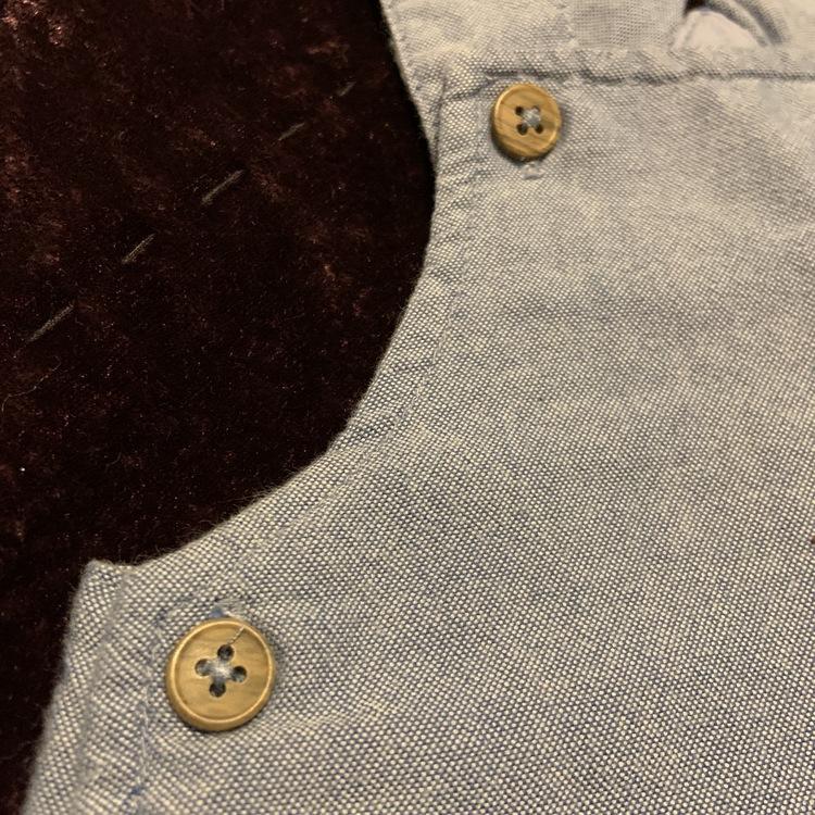 Ljusblå hängselbyxor med björnhuvudformad ficka från Cubus str 56