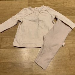 Ljusrosa set med tunika och ribbade byxor från Pomp de Lux str 62
