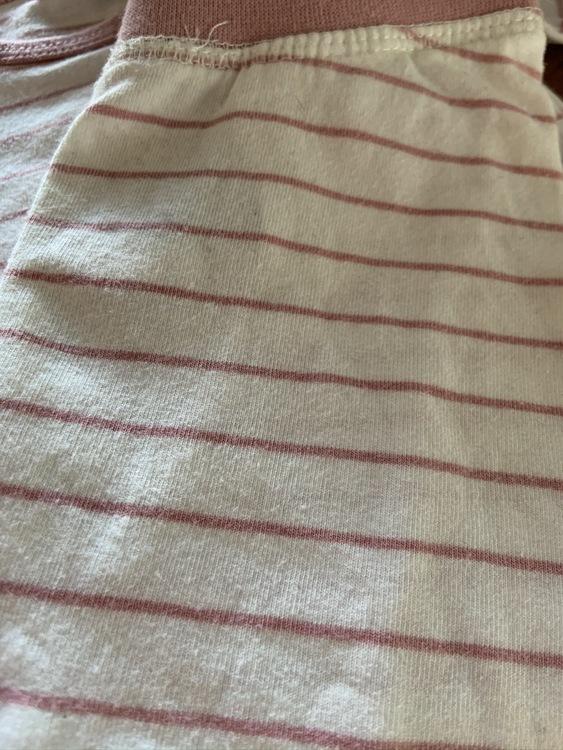 Tredelat set med body, byxor och mössa i vitt med ljusrosa tunna ränder från Name It str 62
