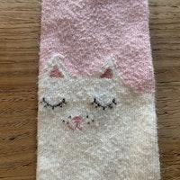 Ljusrosa och vita strumpbyxor med kattmönster stl 62