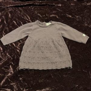 Lila stickad klänning från Newbie stl 62