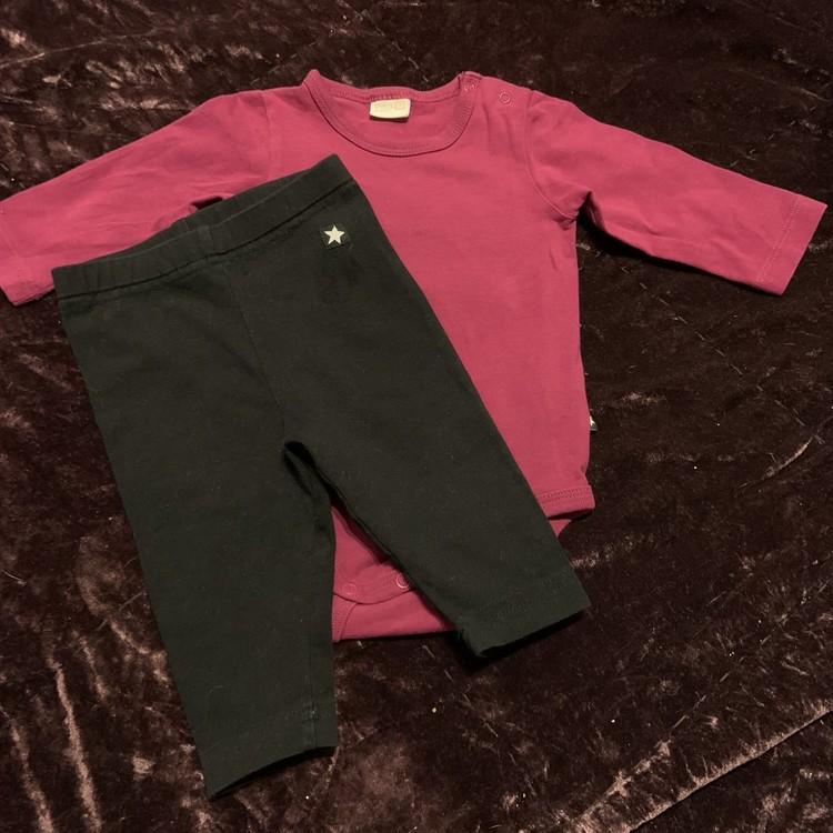 Set med mörkrosa body och svarta leggings från Lindex str 62