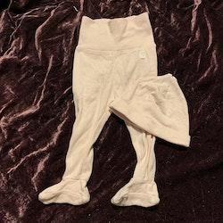 Set med vit och ljusrosa randiga byxor med fötter och mössa från HM str 62