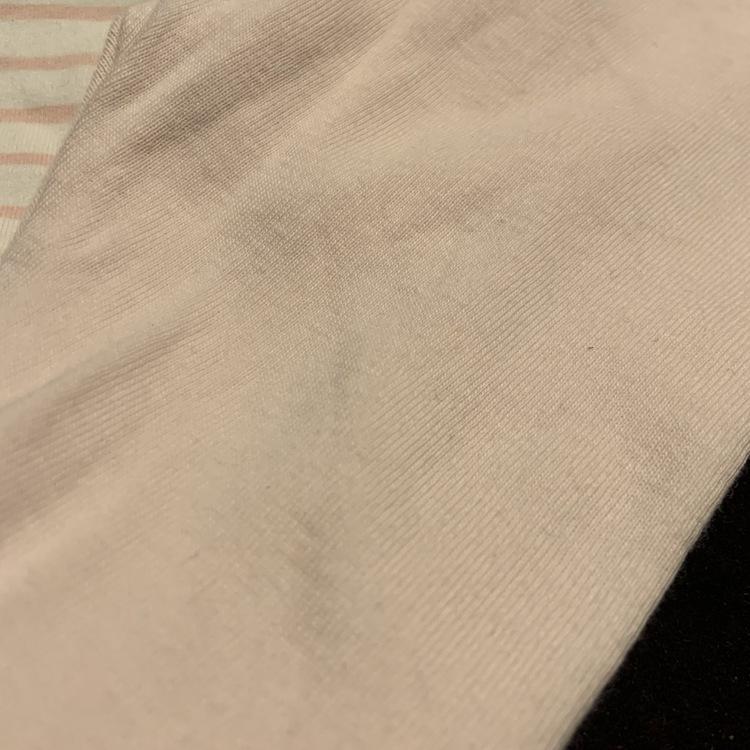 Set med vit body med ljusrosa ränder och kattryck samt ljusrosa byxor med fötter från HM str 62