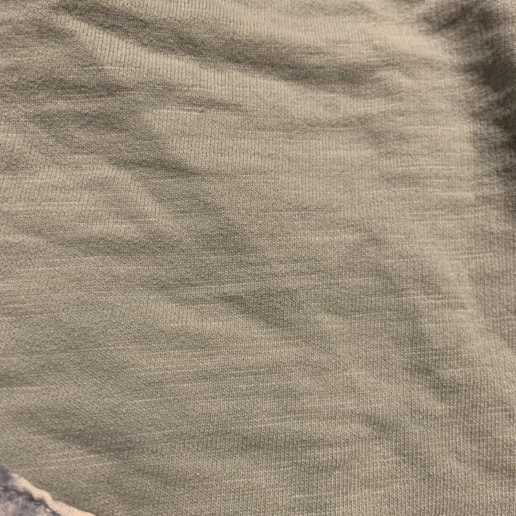 Ljusblå tröja med en val applikation och fickor från Lindex stl 62