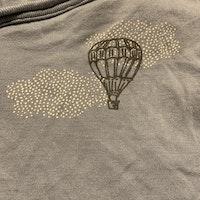 Ljusblå omlott body med luftballong tryck från Ellos stl 62