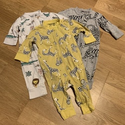 3 delat paket pyjamaser med djurtryck från Lindex stl 62