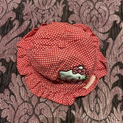 Röd och vitprickig solhatt med och från Hello Kitty stl 48
