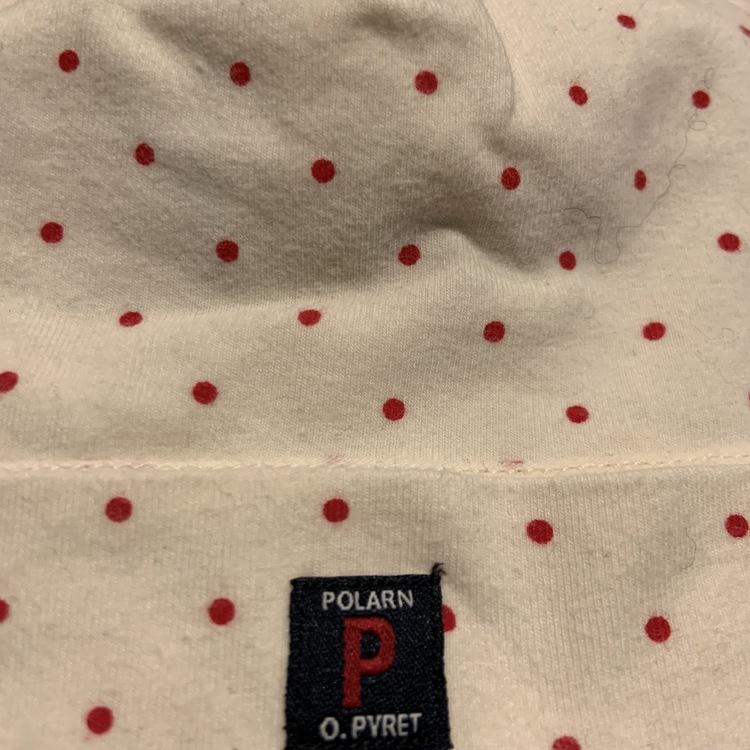 Ljusrosa mössa med mörkrosa prickar från PoP stl 40