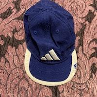 Blå och vit keps från Adidas stl 3-6 mån