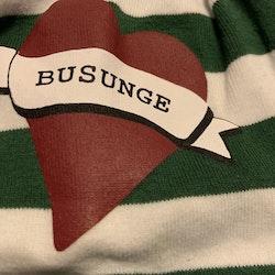 Grön och vit randig mössa med knutna öron och hjärt tryck från Lundmyr of Sweden stl 0-6 mån
