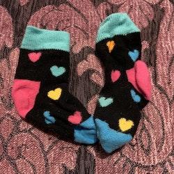 Ett par strumpor med hjärtan från Happy Socks stl 16-18