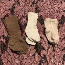 Tre par strumpor i vitt, beige och brunt stl 11-14