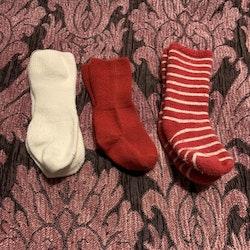 Tre par strumpor i vitt och rött stl 13-15
