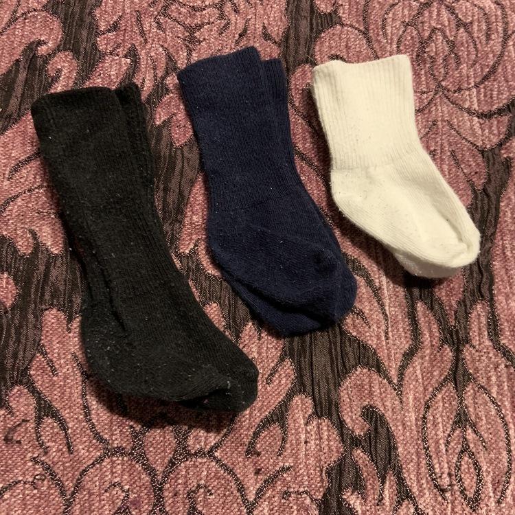 Tre par strumpor i mörkblått, vitt och svart stl 11-14