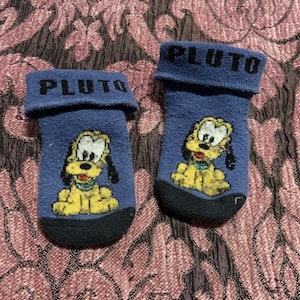 Ett par blå strumpor från Disney med Pluto stl 13-15