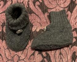 Mörkgrå ulltossor från Joho stl 68/74