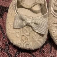 Vita spets skor med rosetter stl 18-19