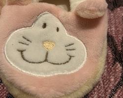 Rosa katt tossor från Dinglisar stl 0-6 mån