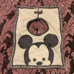 Stor haklapp i grå nyanser med Musse från Disney