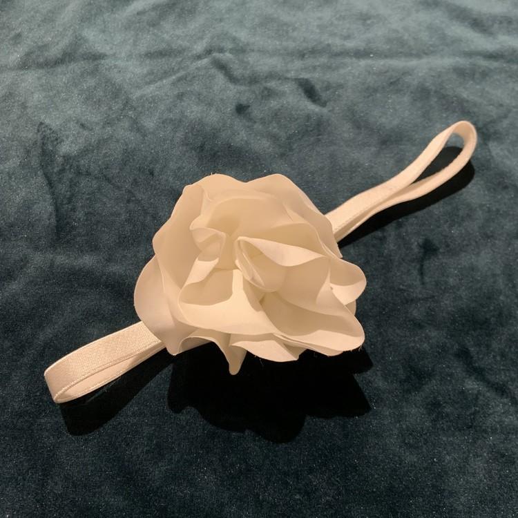 Vitt hårband med en stor blomma stl OS / 50-86
