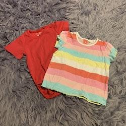 2 delat paket med en röd kortärmad body och en randig topp i pastellfärger från HM stl 68