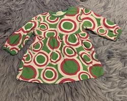 Grön klänning med ljusrosa och rosa cirklar med rosa byxor från Lindex stl 68