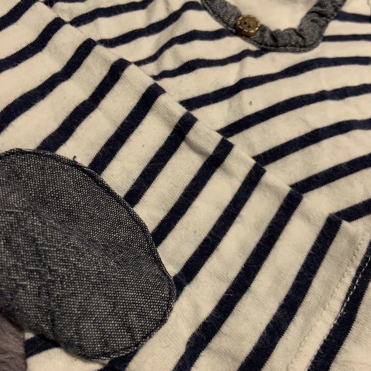 Vit tröja med blå ränder, armbågslappar och annorlunda ringning med blå byxor från Lindex stl 68