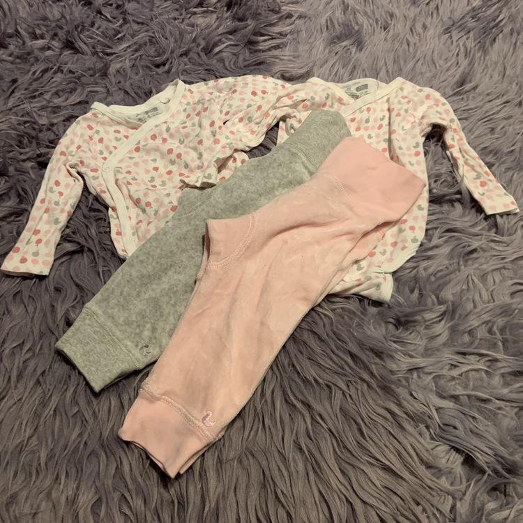 4 delat body och byxpaket i ljusrosa, rosa, grått och vitt från Åhléns stl 68