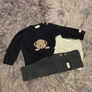 3 delat paket i blått, vitt och brunt med omlottbody, byxor och stickad tröja från Newbie stl 68