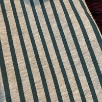 Ljusgrå hängselbyxor med skogsgröna ränder från Minimarket stl 50/56
