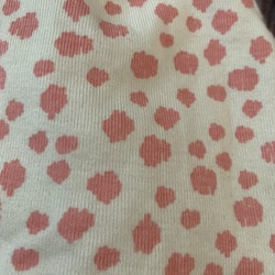 Vit mössa med rosa fläckar från Kaxs stl 40/42