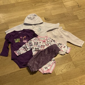 5 delat lila och rosa paket med bodies, tröjor och byxor stl 68
